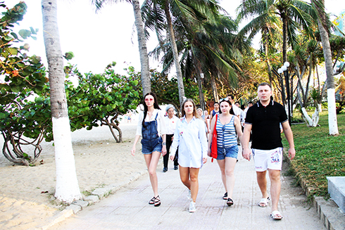 Over 2.44 million tourists visit Khanh Hoa in five months
