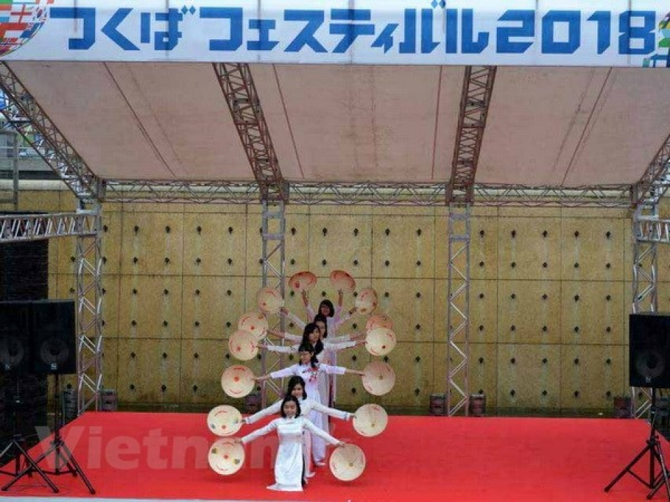 Vietnamese traditional long dress and cuisine loved at Japan's festival