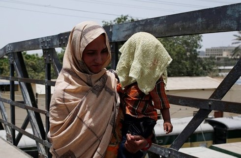 Pakistan: Heatwave kills 65 people