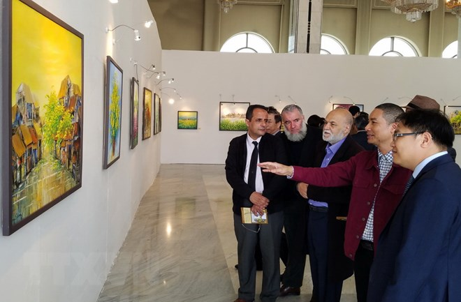 Contemporary painting exhibition by Nguyen Minh Son in Algeria