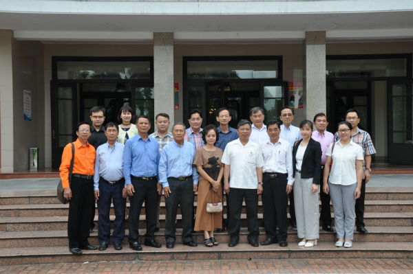 Overseas Vietnamese from Thailand's Nakhon Phanom meet domestic agencies