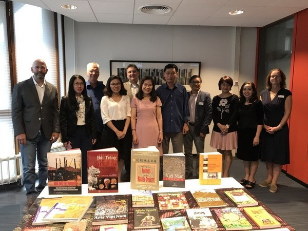 41 precious books about Vietnam presented to Netherlands' Leiden University