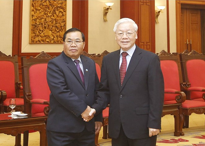 Party leader receives visiting vice chairman of Lao NA