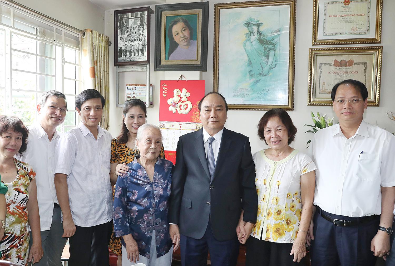 Prime Minister visits Hanoi fallen soldiers' families