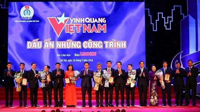 """Eight outstanding works honoured at """"Vietnam Glory"""" programme"""
