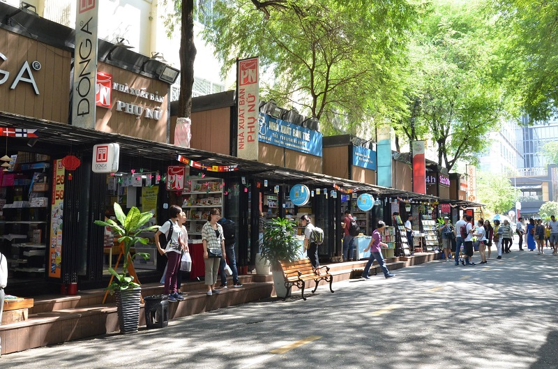 Nearly 386,000 books sold at Ho Chi Minh city book street