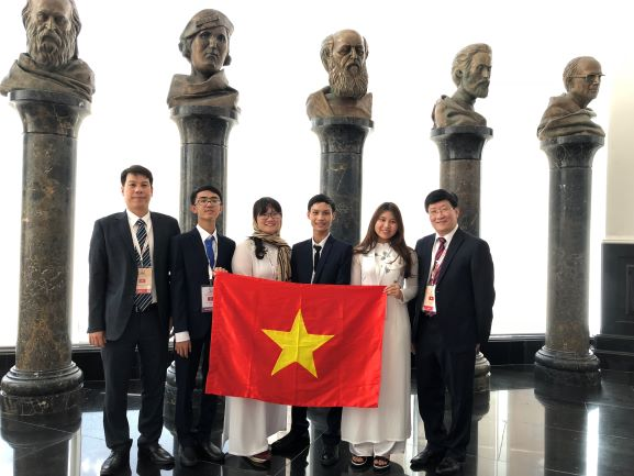 Vietnamese students win three gold medals at 2018 International Biology Olympiad