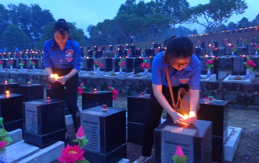 Youth nationwide light candles to commemorate fallen soldiers