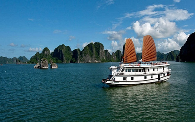 Ha Long bay entrance fee increase proposed