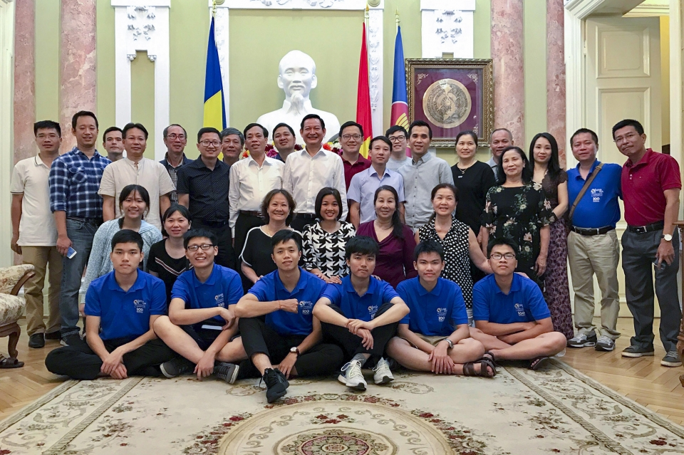 Exchange held to congratulate students attending Mathematical Olympiad in Romania