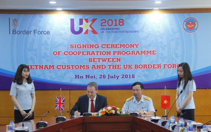 Vietnam, UK sign letter of intent on customs cooperation