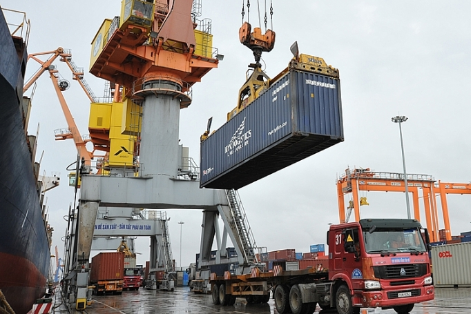 7 months: Trade balance maintains surplus of over USD3 billion