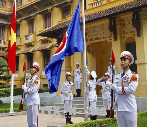 Flag hoisting marks 51st anniversary of ASEAN