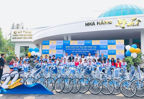 Bicycles provided for poor pupils in Soc Trang province