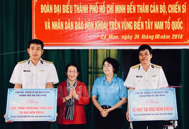 Ho Chi Minh city gives over VND1.5 billion to islands' people