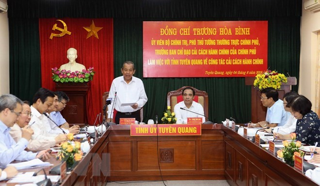 Tuyen Quang asked to speed up admin reform to lure investors
