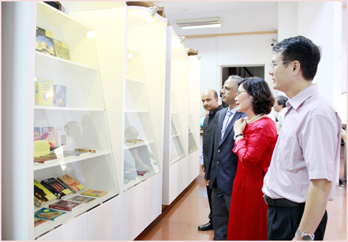 Exhibition on India opens in Vietnam