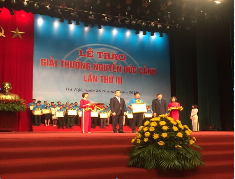 BSR worker receives Nguyen Duc Canh awards