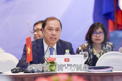 Vietnam commits to practically promote EAS cooperation
