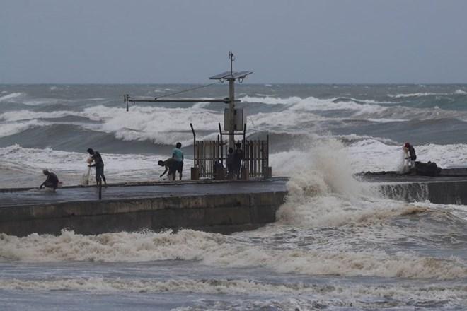 Philippines raises alert as super typhoon Mangkhut approaches