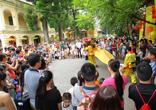 Mid-autumn festival at Thang Long Imperial Citadel