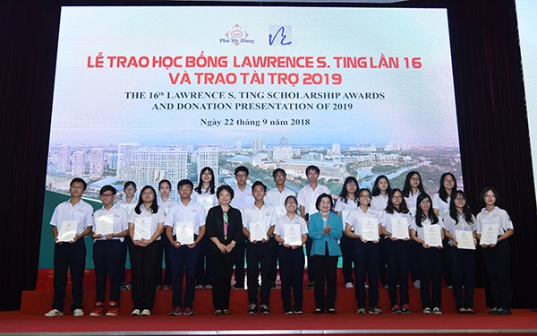 VND8.5 billion in Lawrence Ting scholarships presented to students