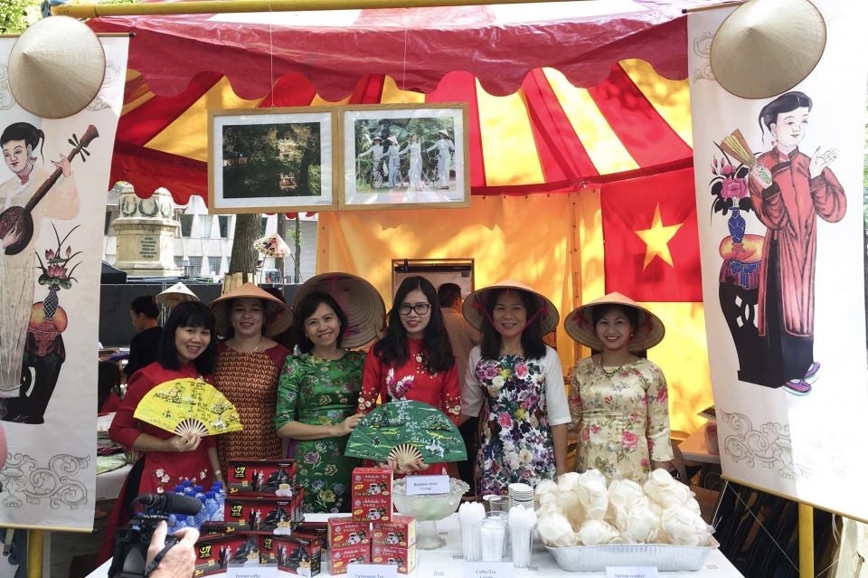 Vietnam joins 2018 embassy festival in Netherlands