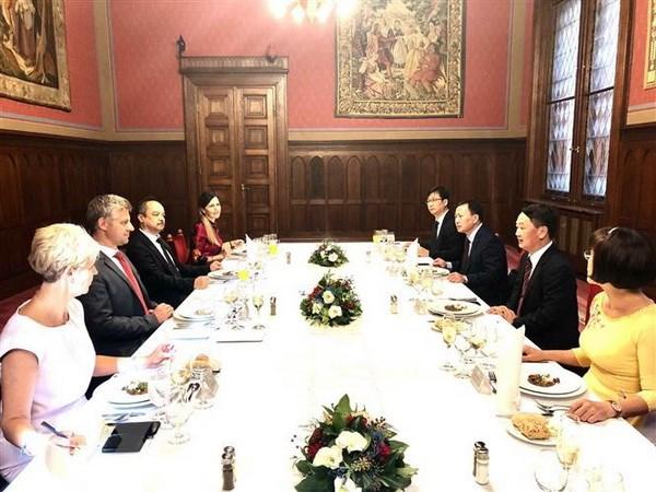 Hungary appreciates Vietnamese community's contribution