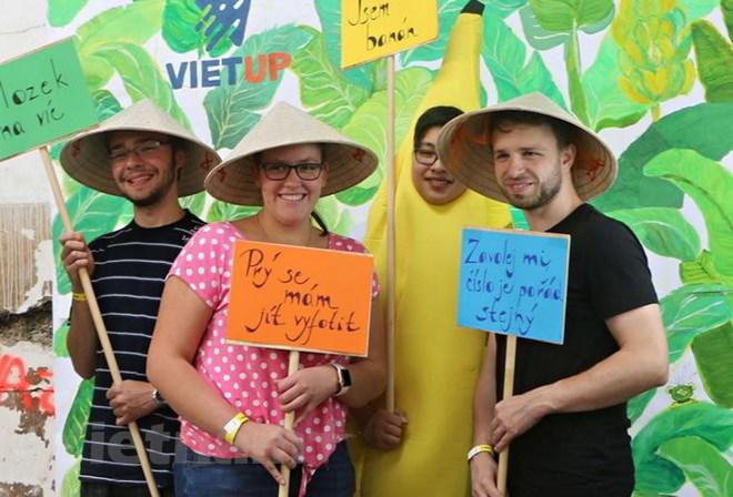 Young overseas Vietnamese actively integrates into Czech Republic