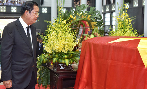 Cambodian PM attends state funeral of President Tran Dai Quang