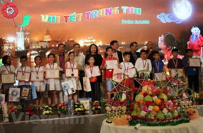 Mid-autumn festival for Vietnamese children in Czech Republic