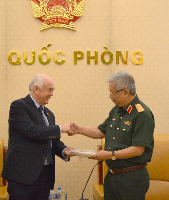 Vietnam increases defence cooperation with UK