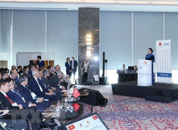 Vietnam to make investment environment friendlier for investors: NA leader