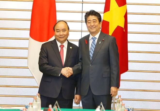 Vietnamese, Japanese PMs hold talks in Tokyo