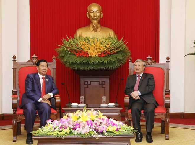 Senior CPV official receives Vientiane delegation