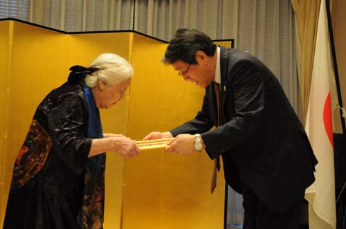 Late historian awarded with Japan's certificate of merit