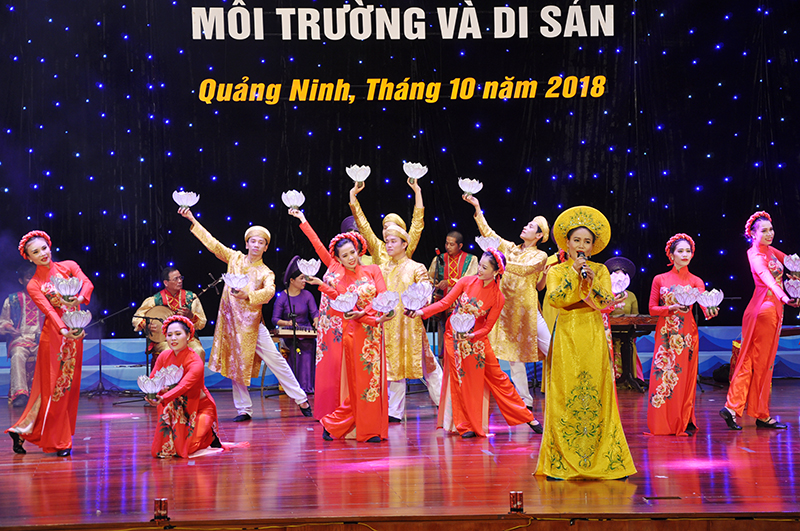 Peformance of folk singing and musical instruments in northern Quang Ninh province