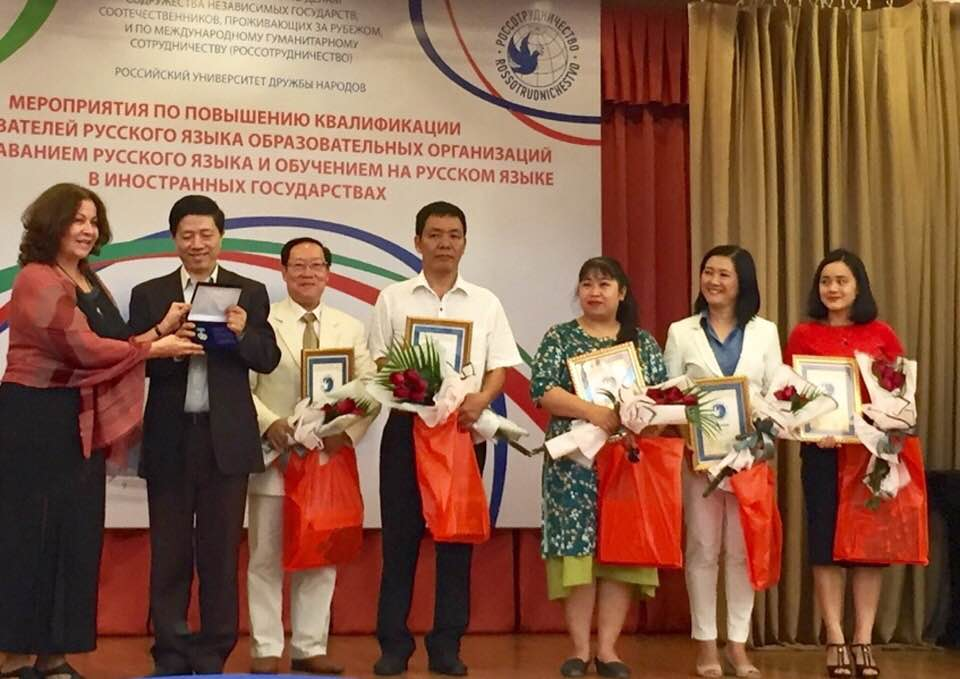 Improving professionalism for Russian language teachers in Vietnam