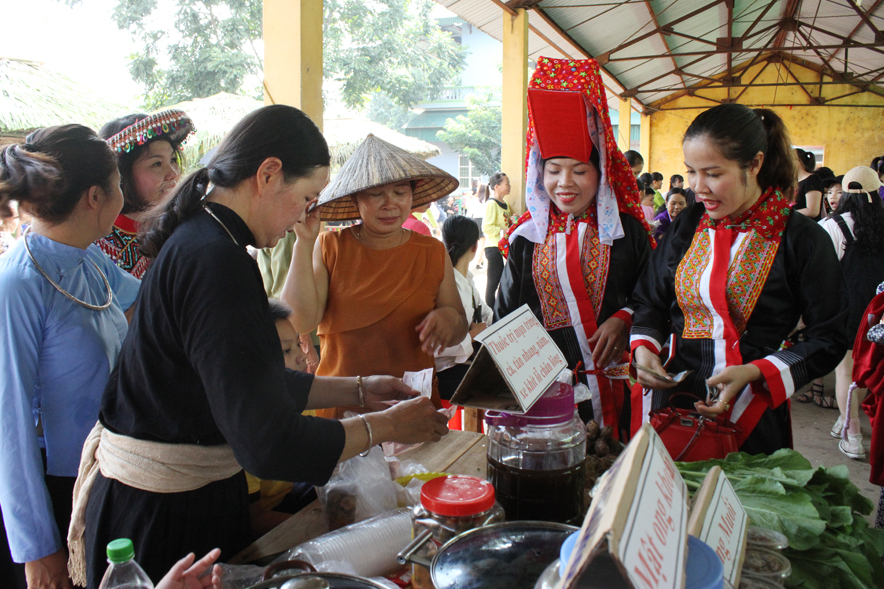 Ha Lau mountainous market in Quang Ninh province reinstated
