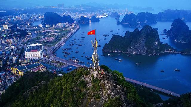 Photos on Ha Long to be displayed