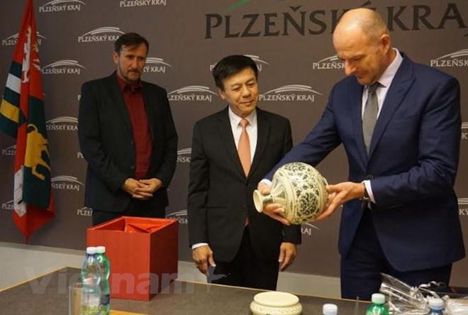 Vietnam, Czech promote economic cooperation among localities