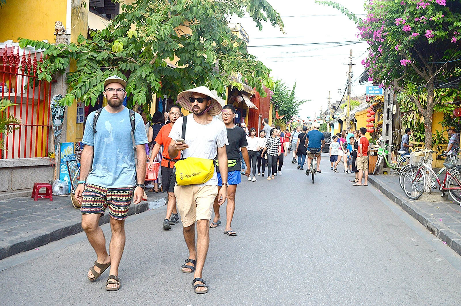 Over 12.8 million foreigners visit Vietnam in 10 months