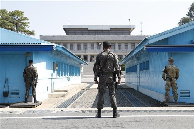 Two Koreas to hold general-grade military talks