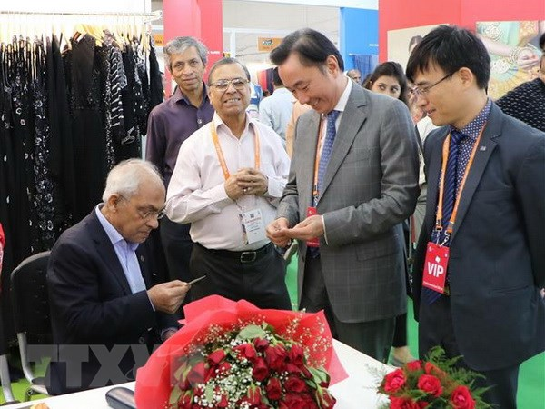 Vietnamese businesses attend 6th India International Silk Fair