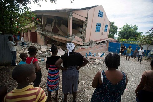 Haiti earthquake kills 15 and injures 300