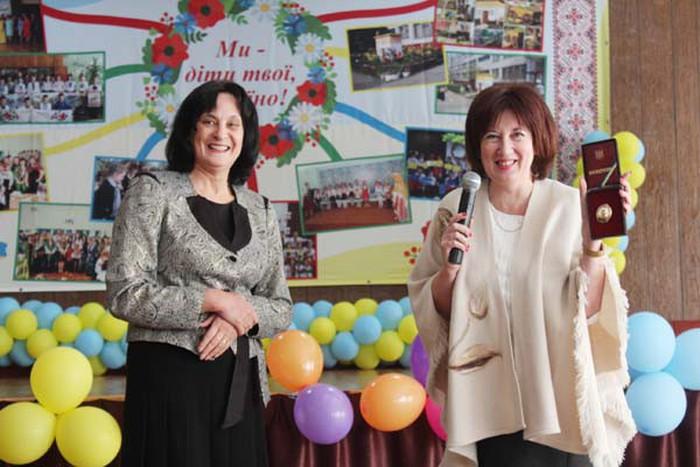 Ho Chi Minh high school in Kiev welcomes Ukrainian Teachers' Day