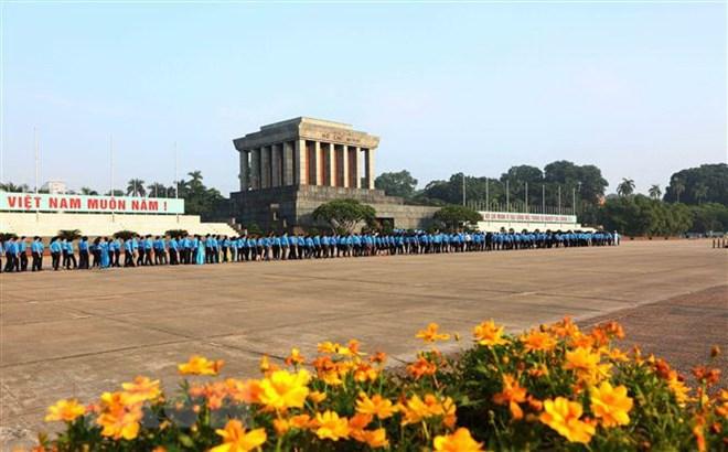 Former overseas Vietnamese teachers in Thailand visit Ho Chi Minh's Mausoleum