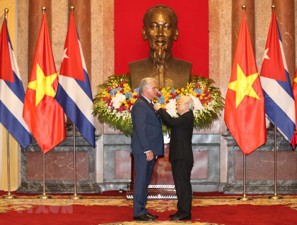 Cuba President presented with Ho Chi Minh Order