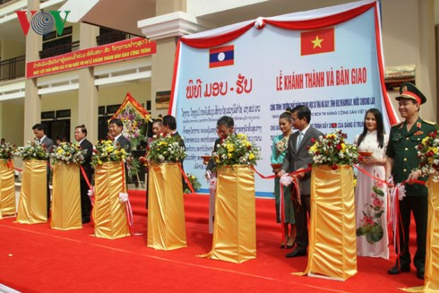 Vietnamese Party General Secretary and President's present inaugurated in Laos