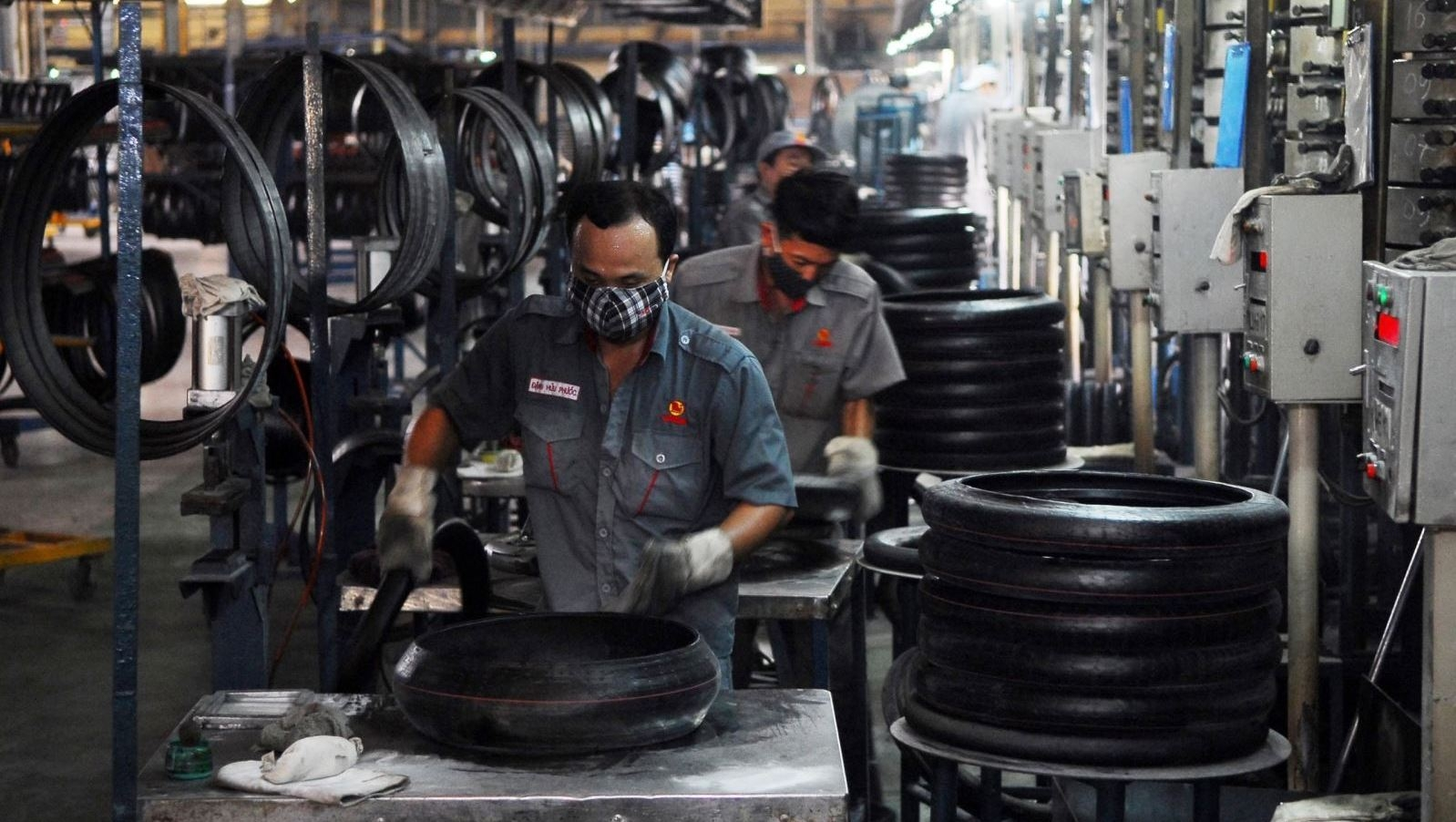 Vietnam projected to record trade surplus of USD2-3 billion in 2018